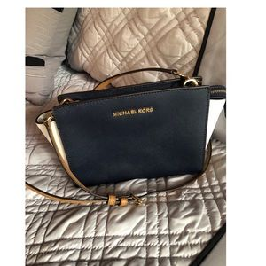 Michael Kors Selma Medium Crossbody